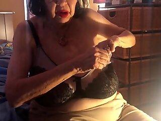 Elaine Everett (BBW Granny)