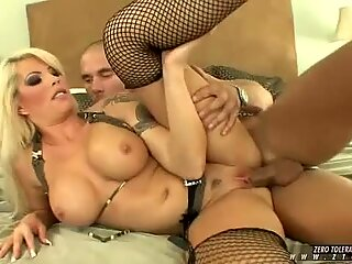 Brooke Haven stuffs her warm wet mouth with a fat juicy man pole