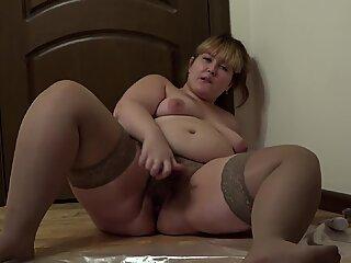 BBW masturbating her hairy pussy bottle