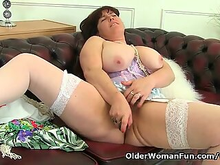 British milf Janey works her deliciously hairy pussy