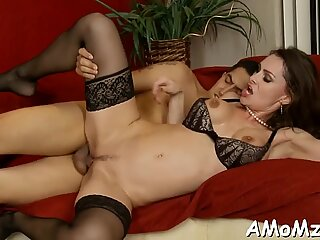Mom craves for deep penetration