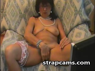 Super horny granny touch herself